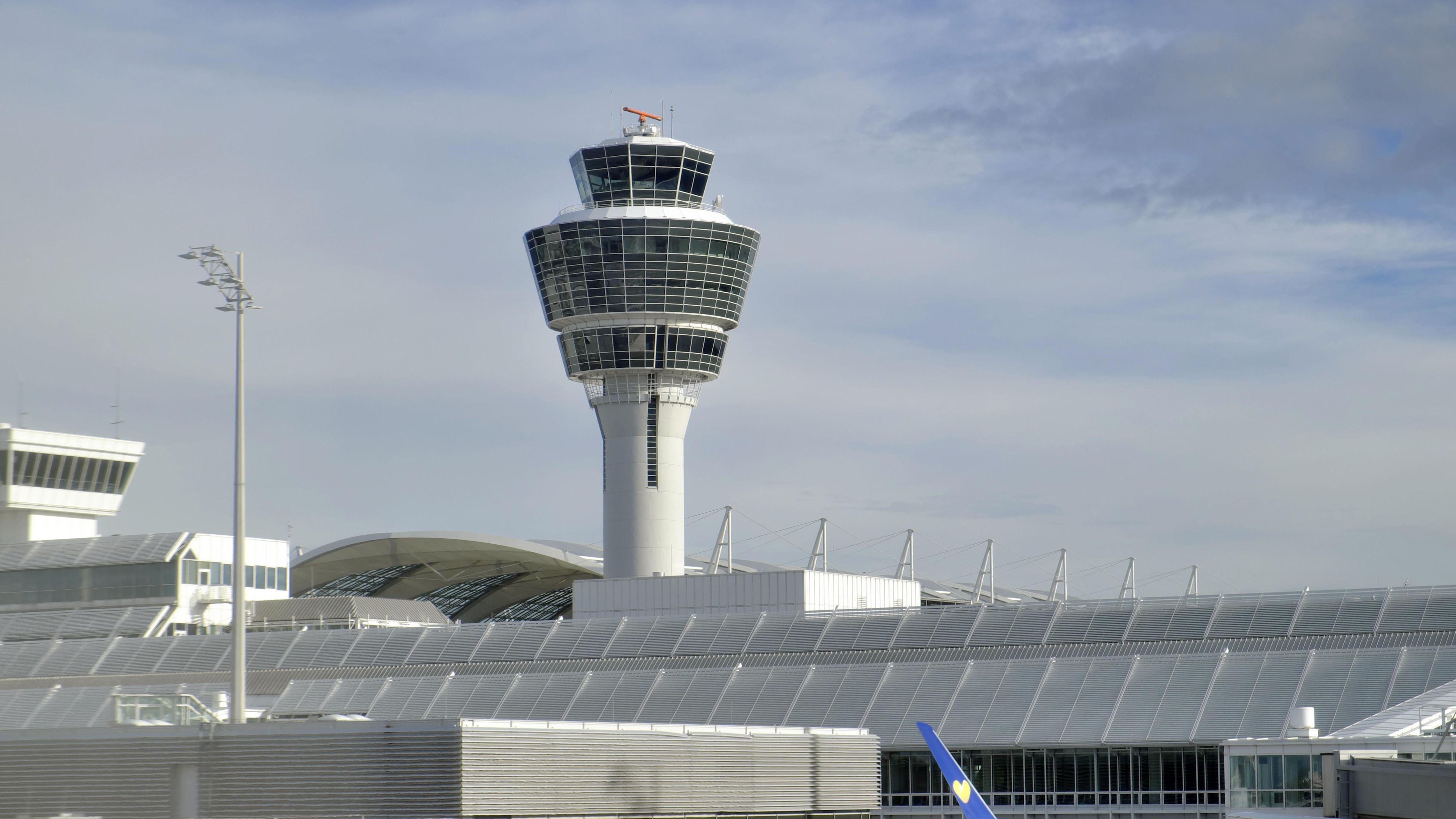 Symbolbild: Tower am Münchner Flughafen