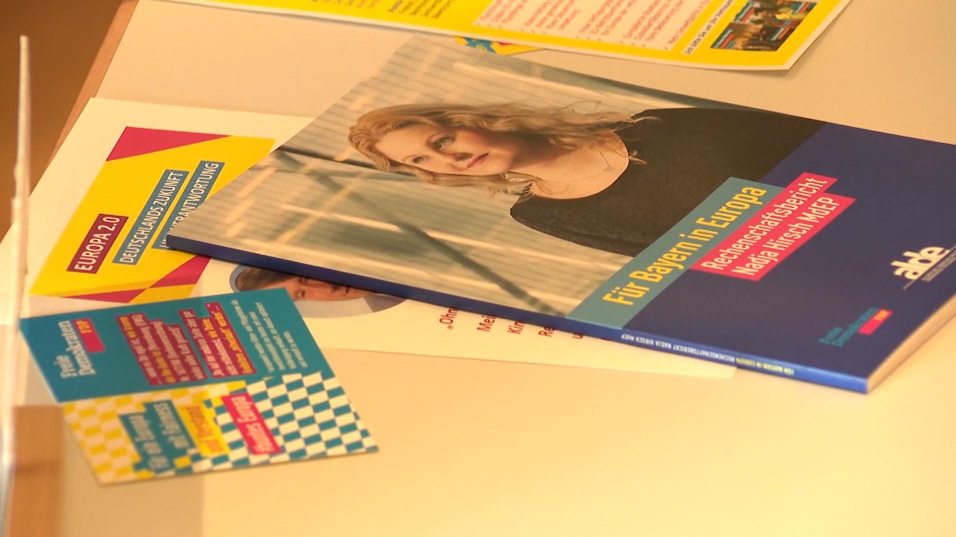 Flyer der Kandidatin Nadja Hirsch auf dem Landesparteitag der FDP