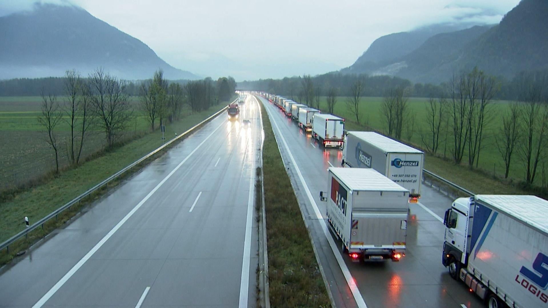 Tirol läutet neue Woche mit Lkw-Blockabfertigung ein
