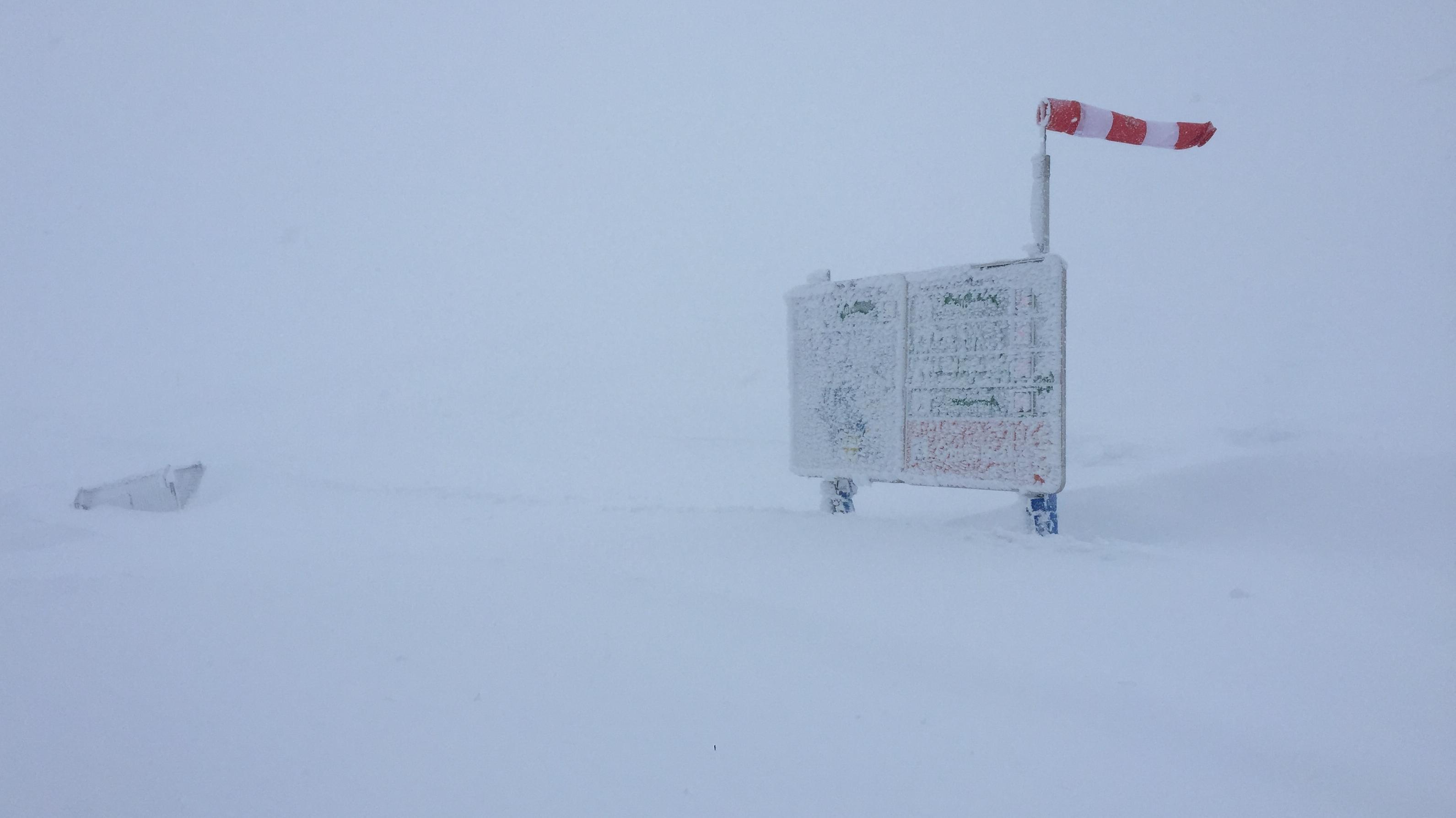 Die Nebelhorn-Station bei starkem Schneefall