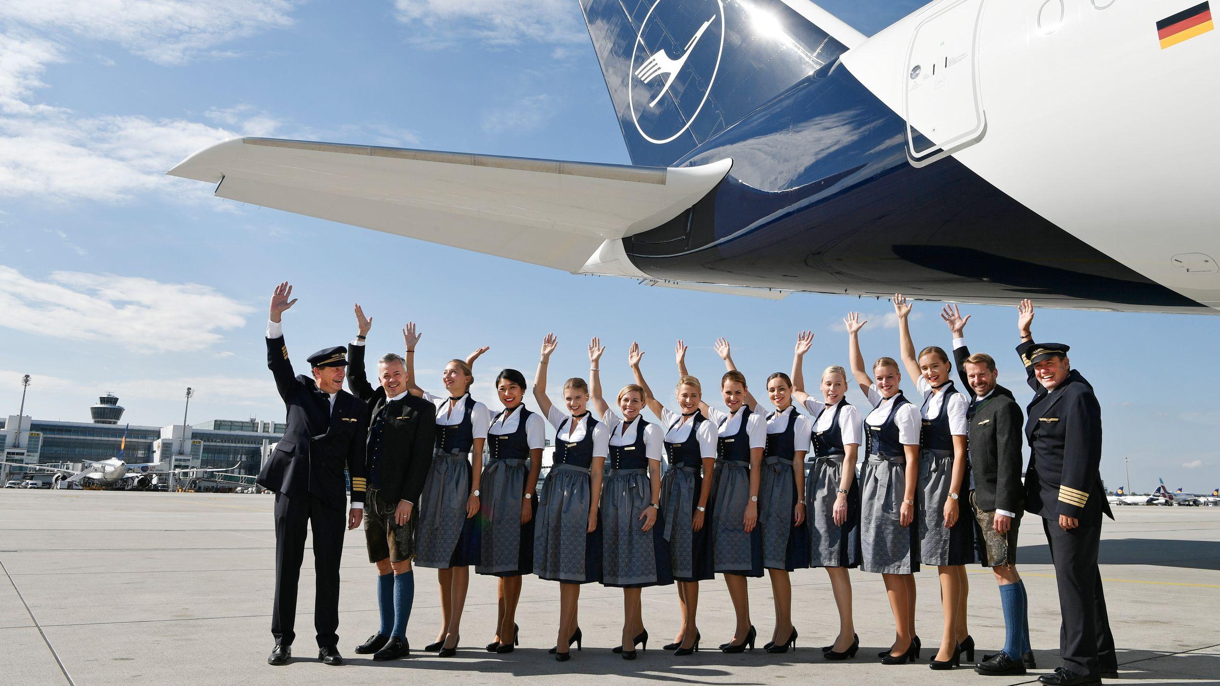 Die Trachten-Crew der Lufthansa