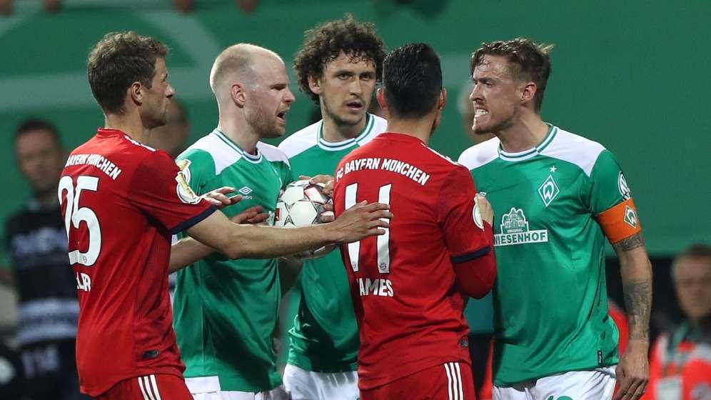 Hitzige Diskussion zwischen Spielern von Werder Bremen und dem FC Bayern | Bild:picture-alliance/dpa