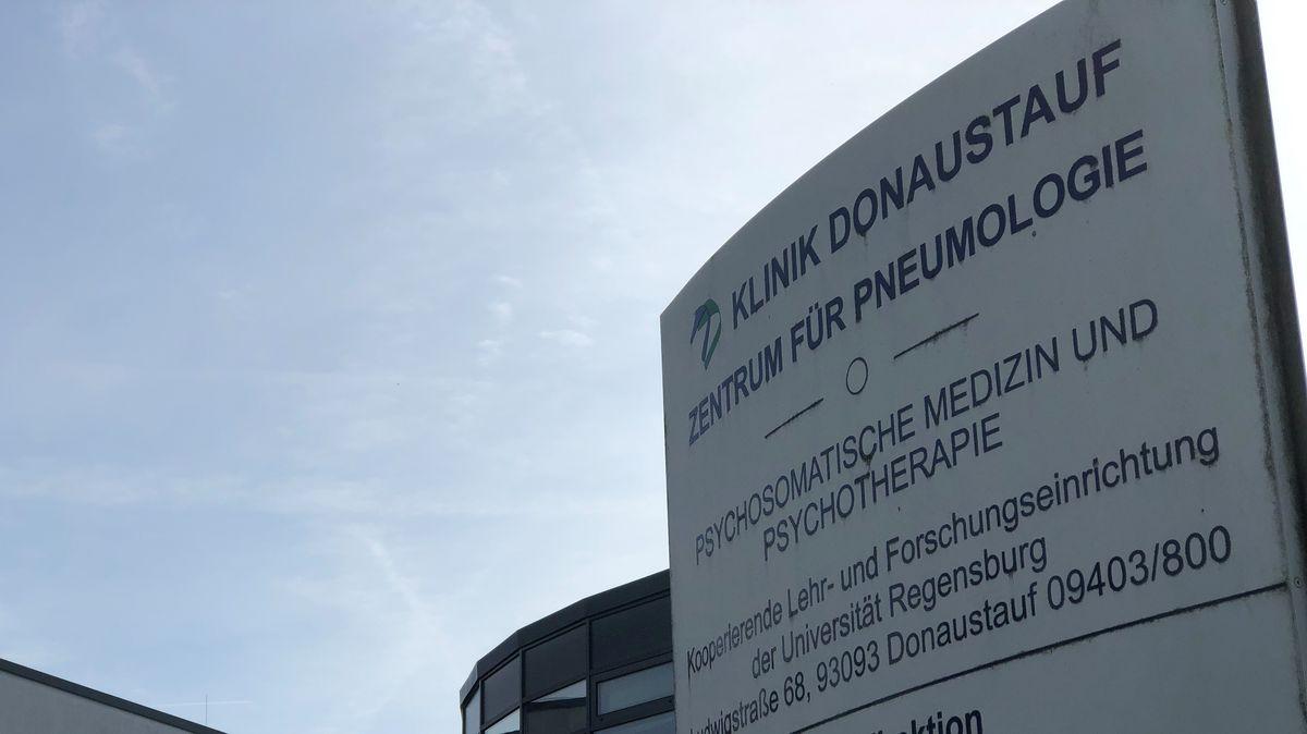 Eingang zur Lungenfachklinik in Donaustauf bei Regensburg