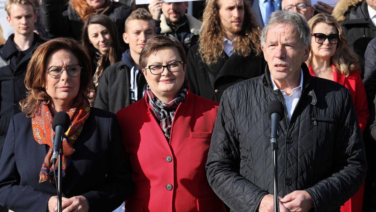 Malgorzata Kidawa-Blonska (l-r), Kandidatin für das Amt der Ministerpräsidentin der Partei Platforma Obywatelska, Kararzyna Lubnauer, Vorsitzende der Partei Nowoczesna, und Dariusz Rosati, ehemaliger Außenminister von Polen, bei einer Pressekonferenz der Partei Platforma Obywatelska.