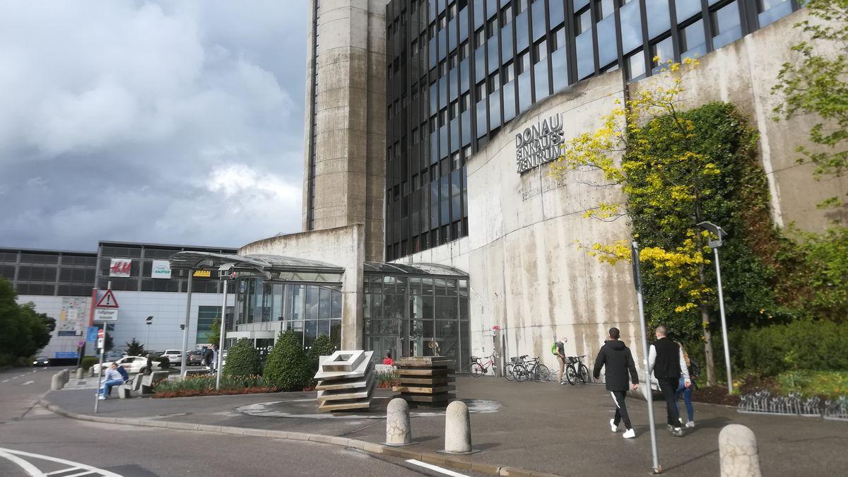 Das Donau-Einkaufszentrum in Regensburg. Mittlerweile haben dort rund 60 Läden wieder geöffnet.