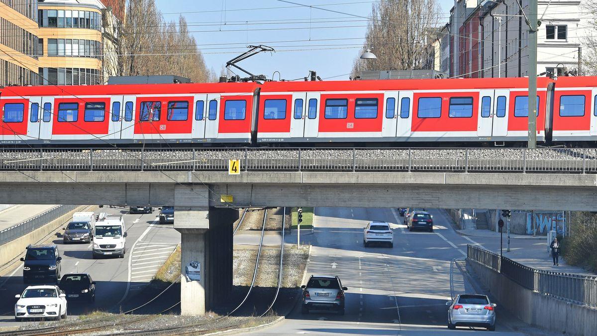 S-Bahn in München-Laim.