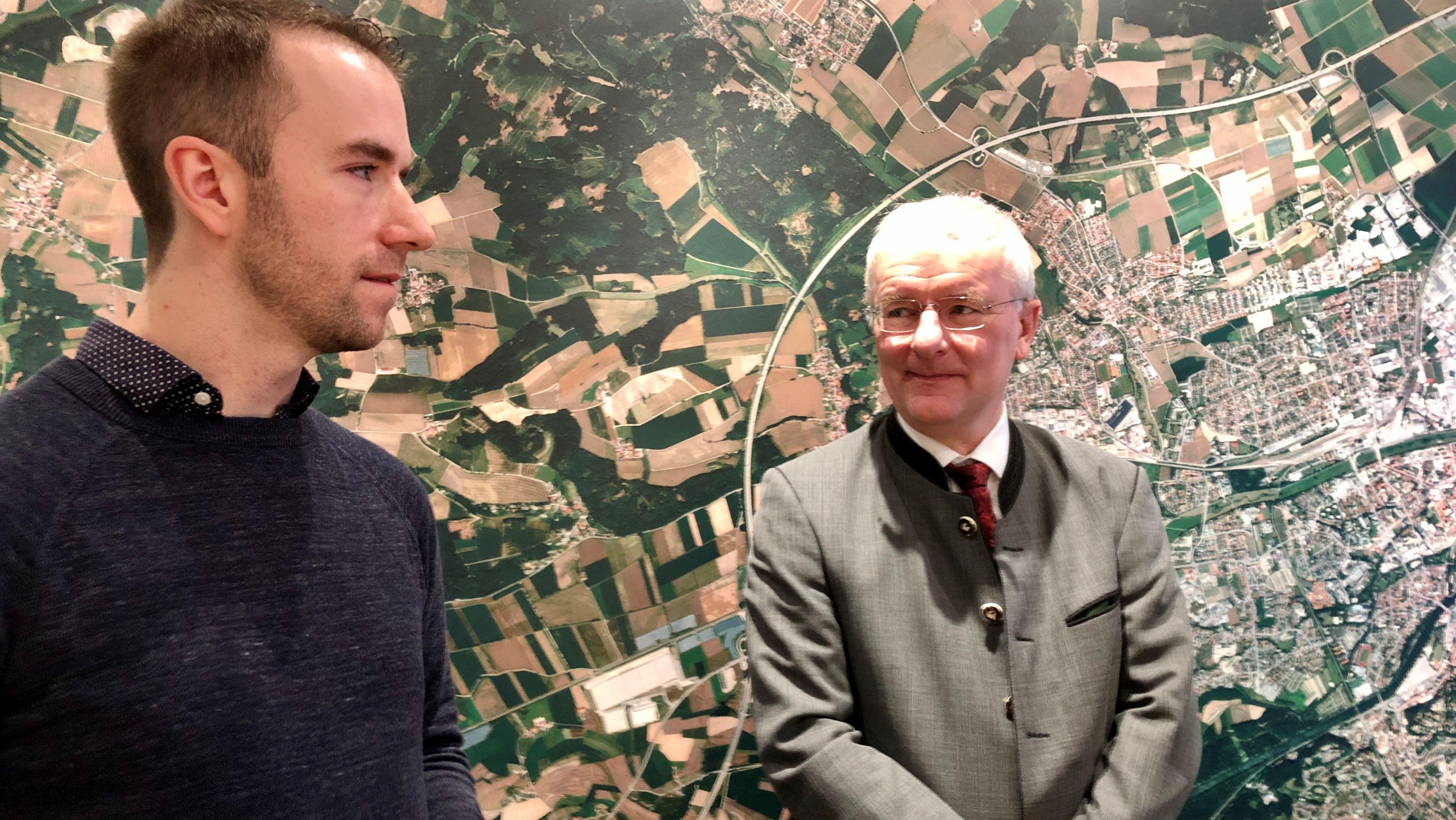 """OB Alexander Putz (FDP) begrüßt den 73.000. Besucher: der 31 Jahre alte Gordon Schipper spricht von """"Liebe auf den ersten Blick"""""""