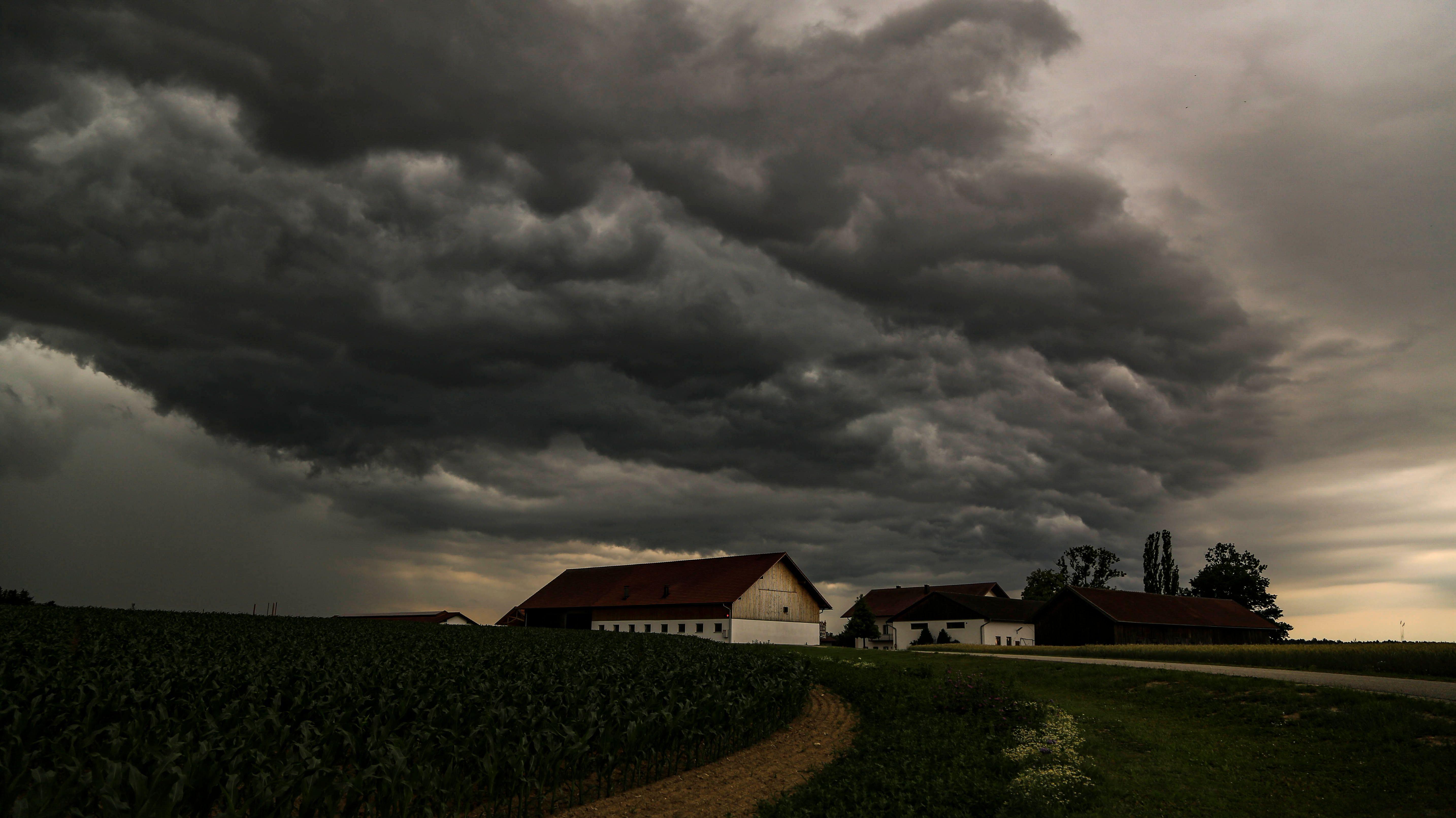 Das Gewitter entlud sich auch über über Arnstorf im Landkreis Rottal-Inn.