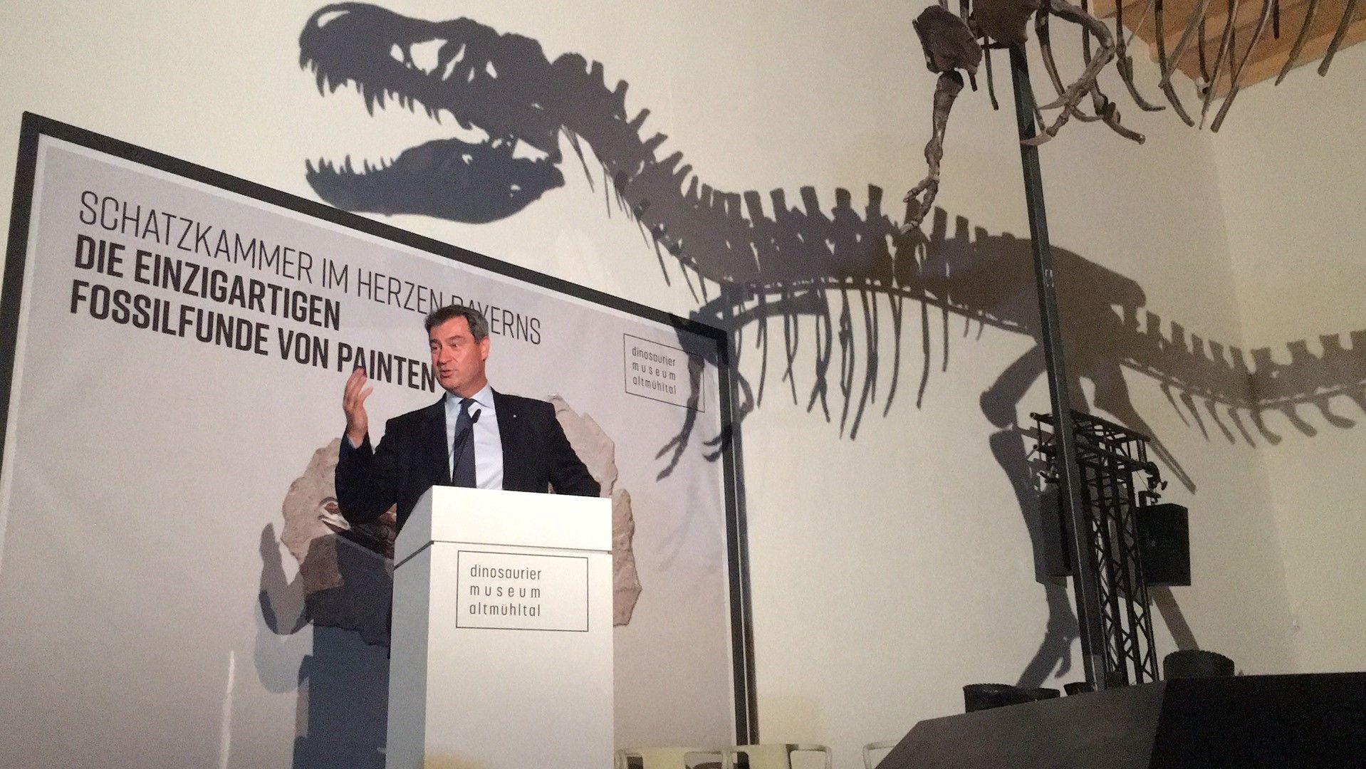 Ministerpräsident Markus Söder bei der Eröffnung der Fossilien-Ausstellung in Denkendorf