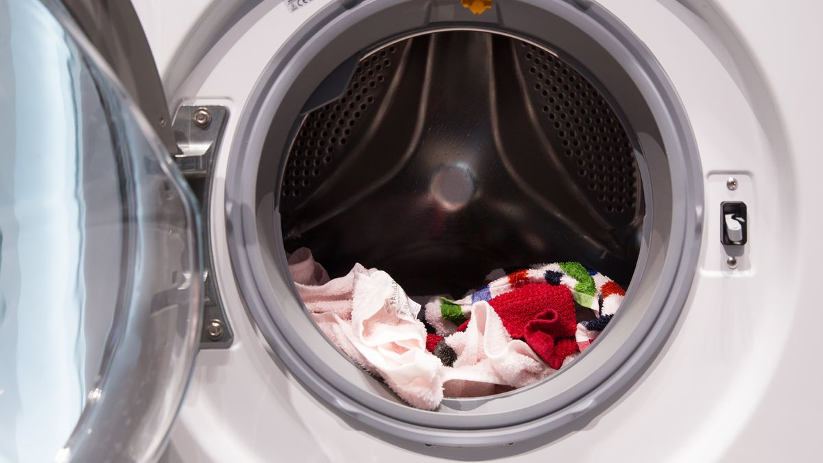 Waschmaschine mit geöffneter Türe
