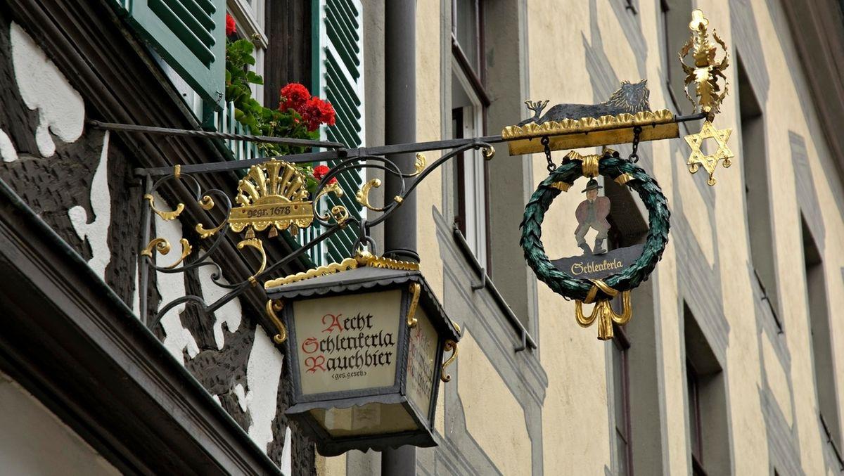 Das Schlenkerla Wirtshaus in Bamberg,.