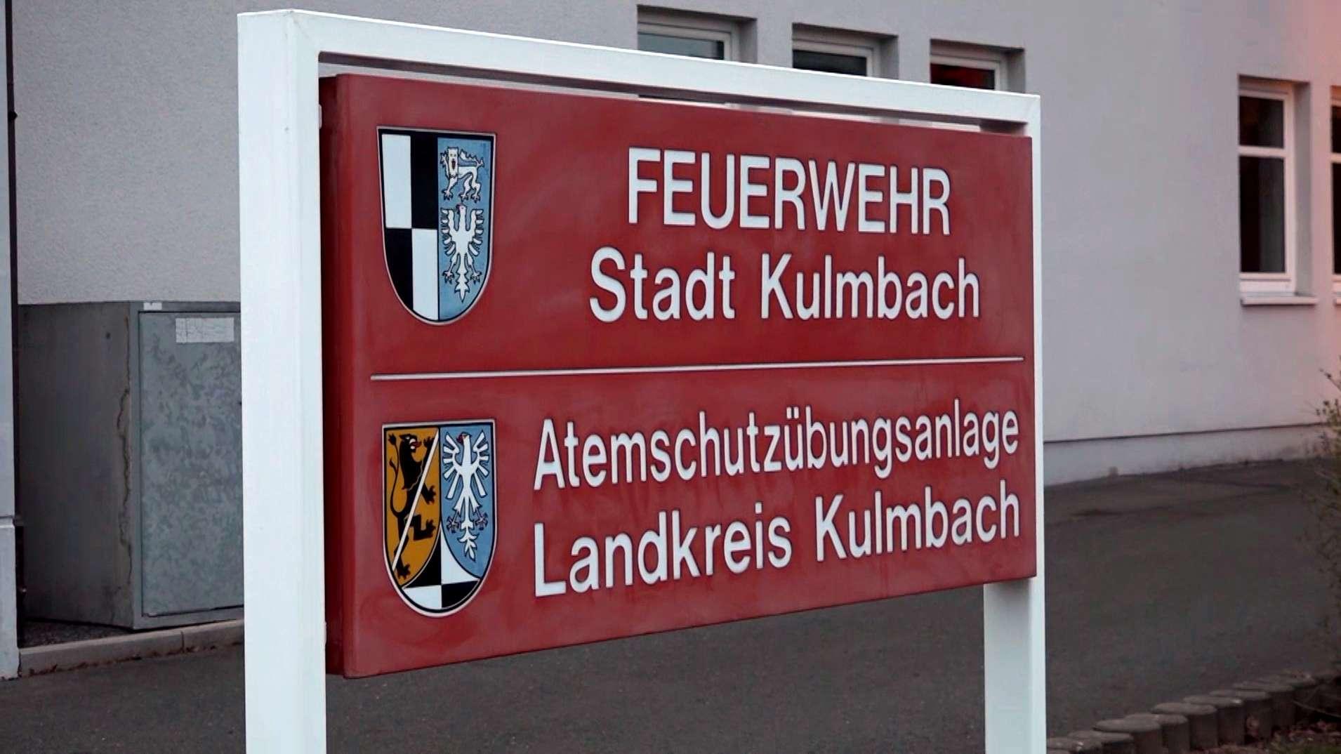 Schild vor dem Feuerwehrhaus in Kulmbach