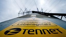 Ein Strommast von Tennet   Bild:pa/dpa/Julian Stratenschulte