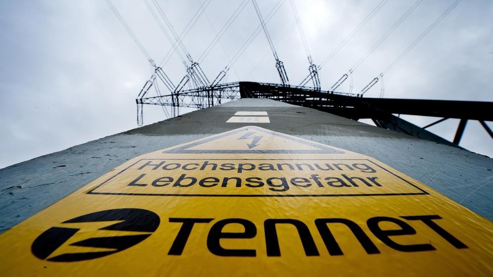 Ein Strommast von Tennet | Bild:pa/dpa/Julian Stratenschulte