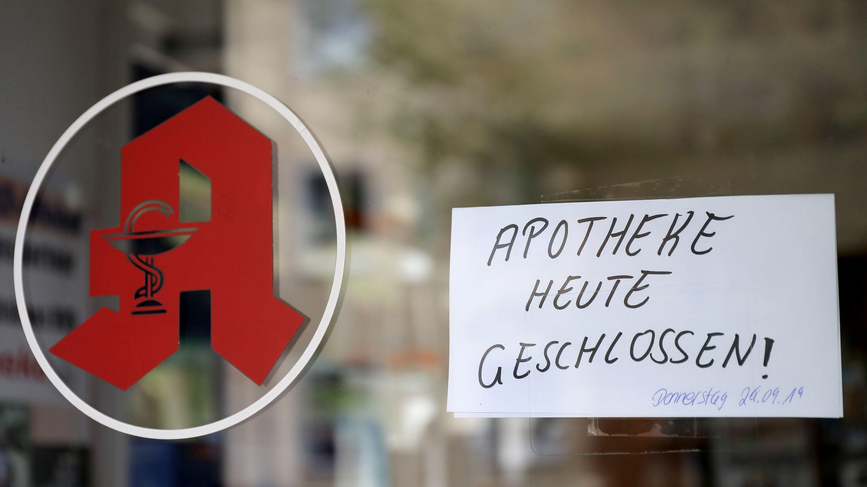 Nach zwei Todesfällen durch eine vergiftete Arznei haben die Behörden die sofortige Schließung von drei Apotheken in Köln angeordnet.