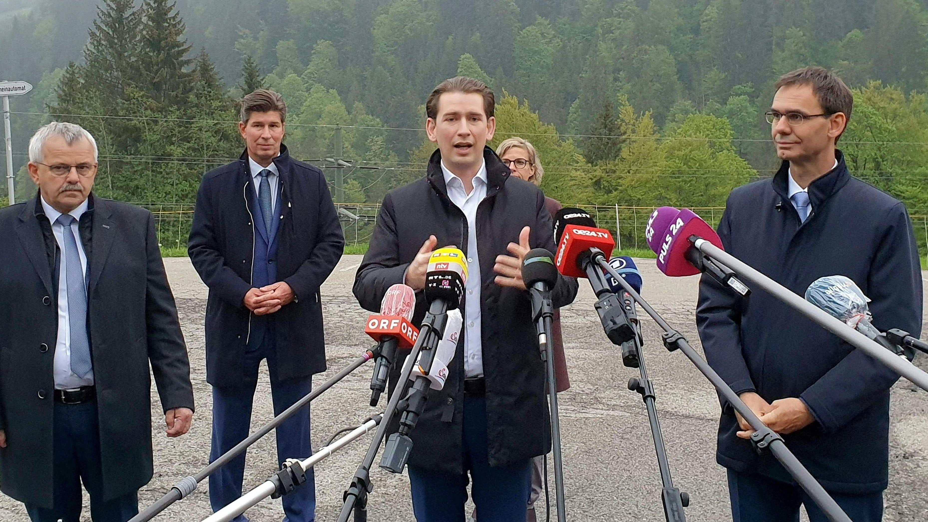 Der Kleinwalsertaler Bürgermeister Andi Haid, Bundeskanzler Sebastian Kurz (ÖVP) und Vorarlbergs Landeshauptmann Markus Wallner am Mittwoch, 13. Mai 2020