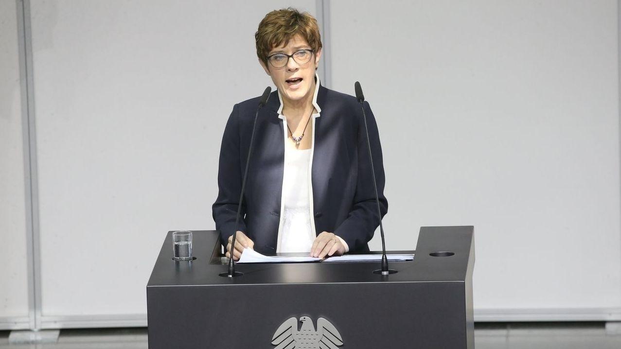 In ihrer Vereidigungsrede hat Annegret Kramp-Karrenbauer die Finanzierung der Bundeswehr in den Mittelpunkt gestellt.