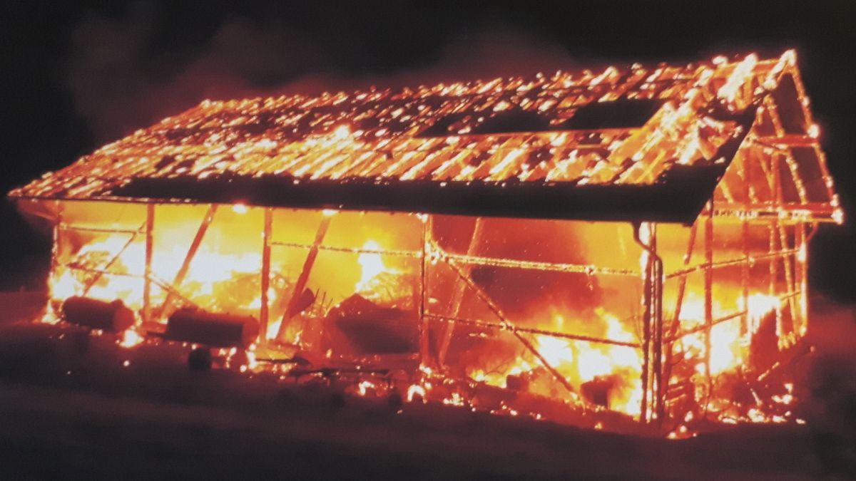 Rott: Brand einer Feldscheune am 14.12.19