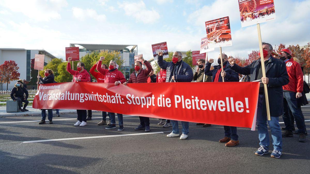 Demonstranten gegen Pleitewelle