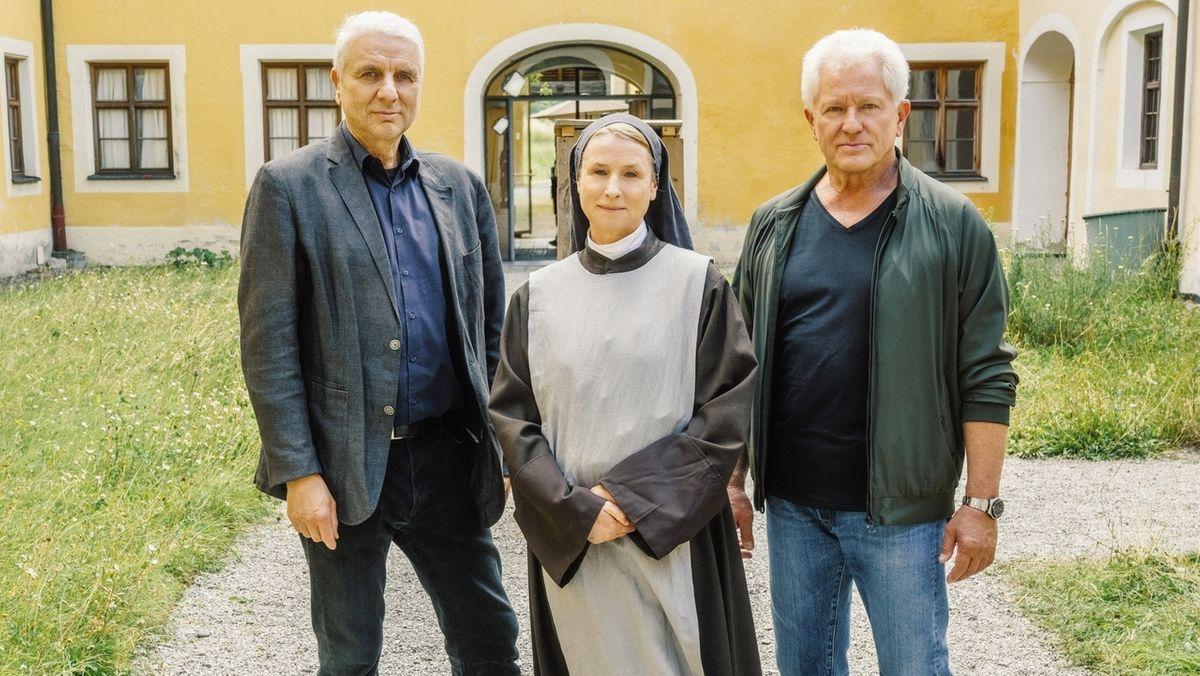 Von links: Udo Wachtveitl (Rolle: Kriminalhauptkommissar Franz Leitmayr), Corinna Harfouch (Rolle: Schwester Barbara) und Miroslav Nemec (Rolle: Kriminalhauptkommissar Ivo Batic).