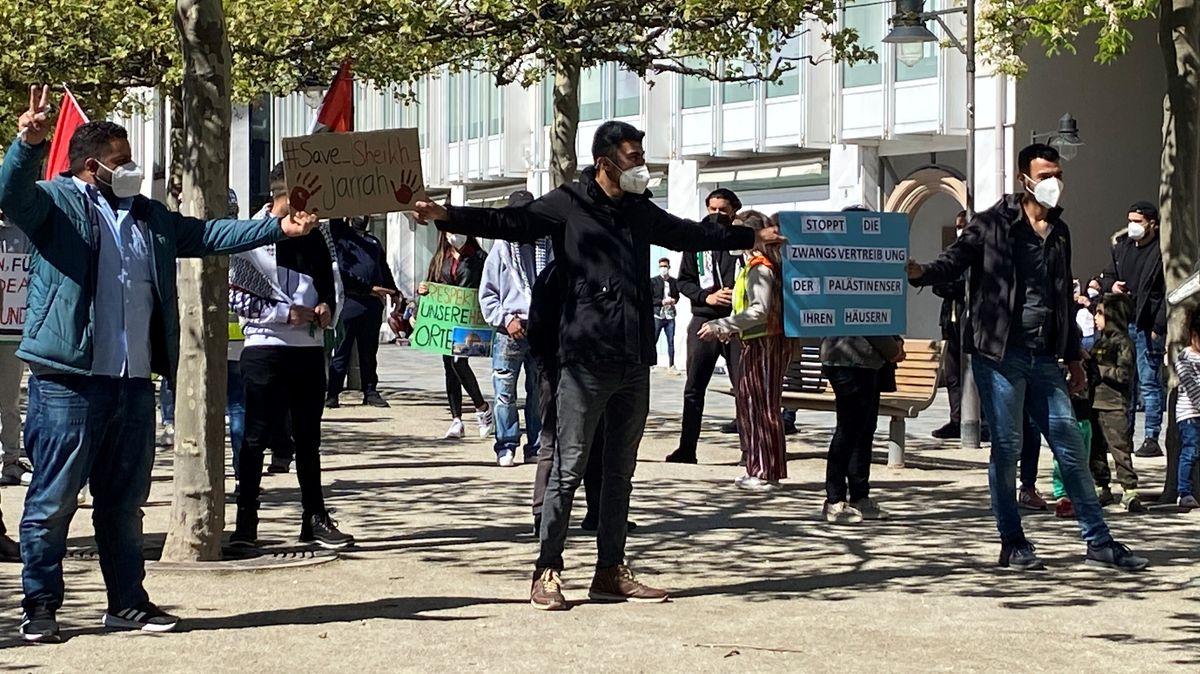 Am Freitag fand in Schweinfurt eine Demonstration für den Frieden in Palästina statt. Laut Polizei demonstrieren 60 bis 80 Menschen friedlich.