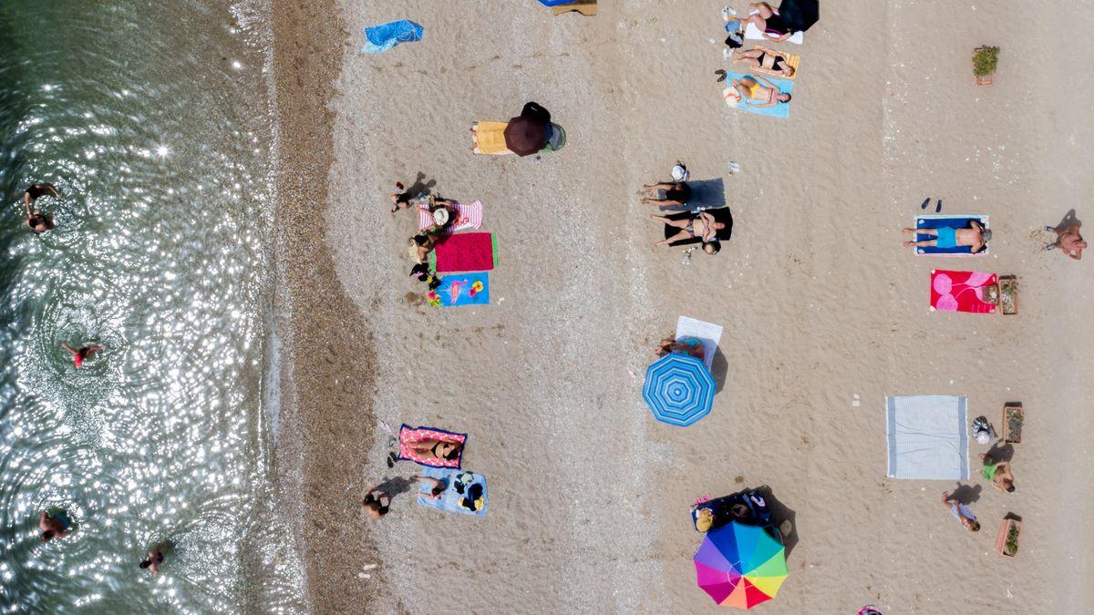 Momentaufnahme vom Strand von Glyfada bei Athen (Griechenland).