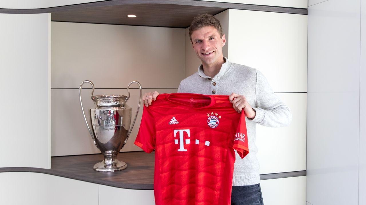 Thomas Müller bei seiner Vertragsverlängerung
