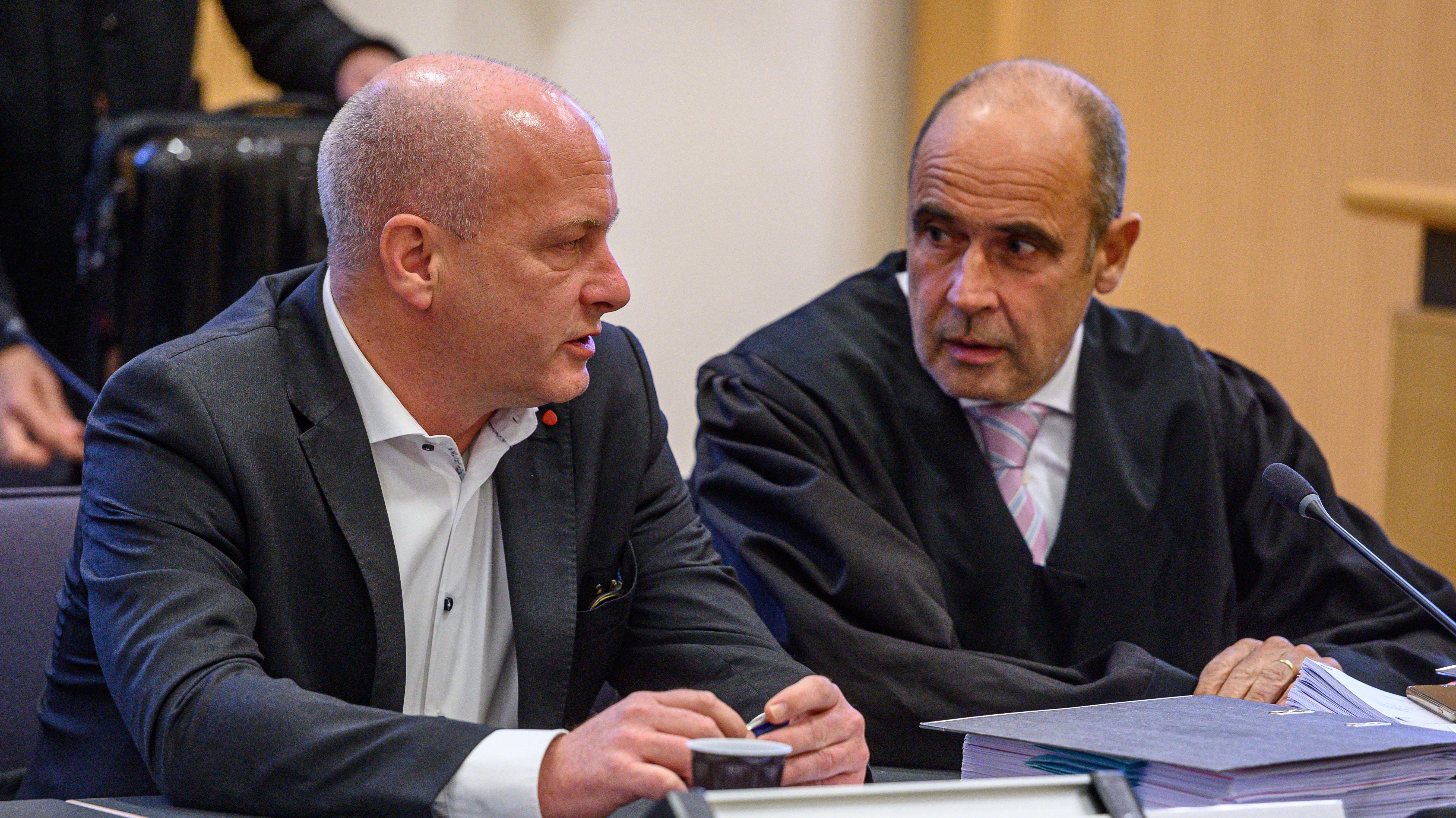 Joachim Wolbergs mit seinem Anwalt