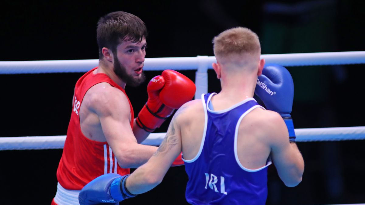 Auch der deutsche Boxer Hamsat Shadalov (in rot - hier im Kampf gegen Kurt Walker aus Irland) muss in Quarantäne.