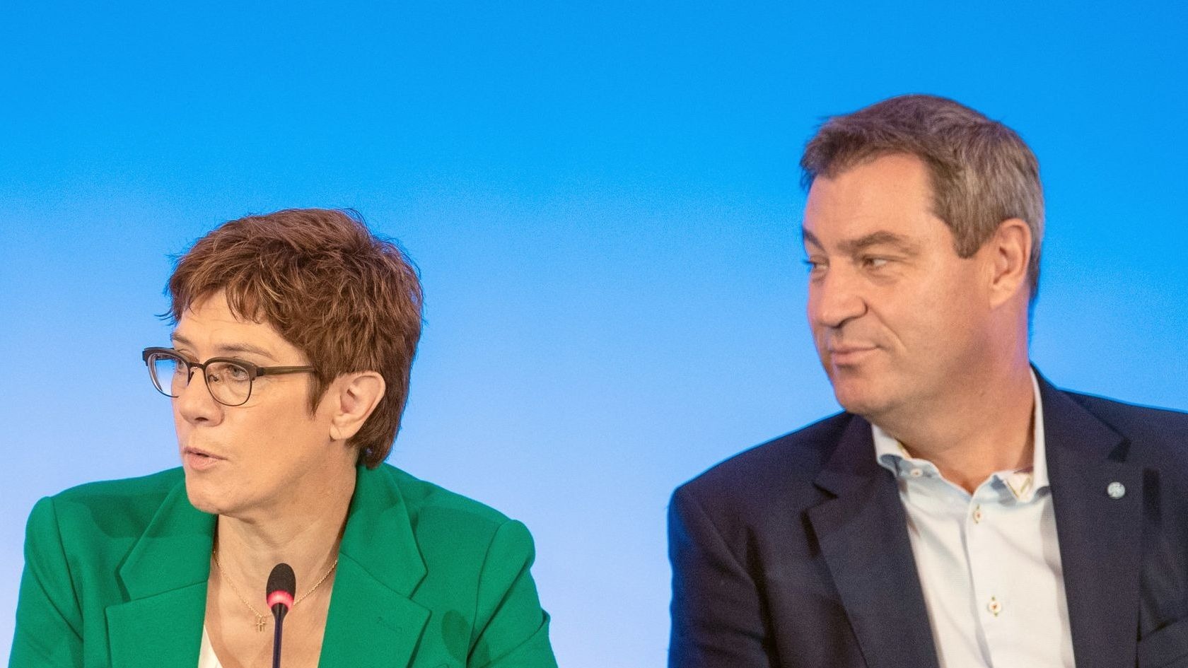 Die CDU regiert in Sachsen seit 1990, nun könnten ungewöhnliche Koalitionen nötig werden. In Dresden zeigten CDU und CSU Geschlossenheit:
