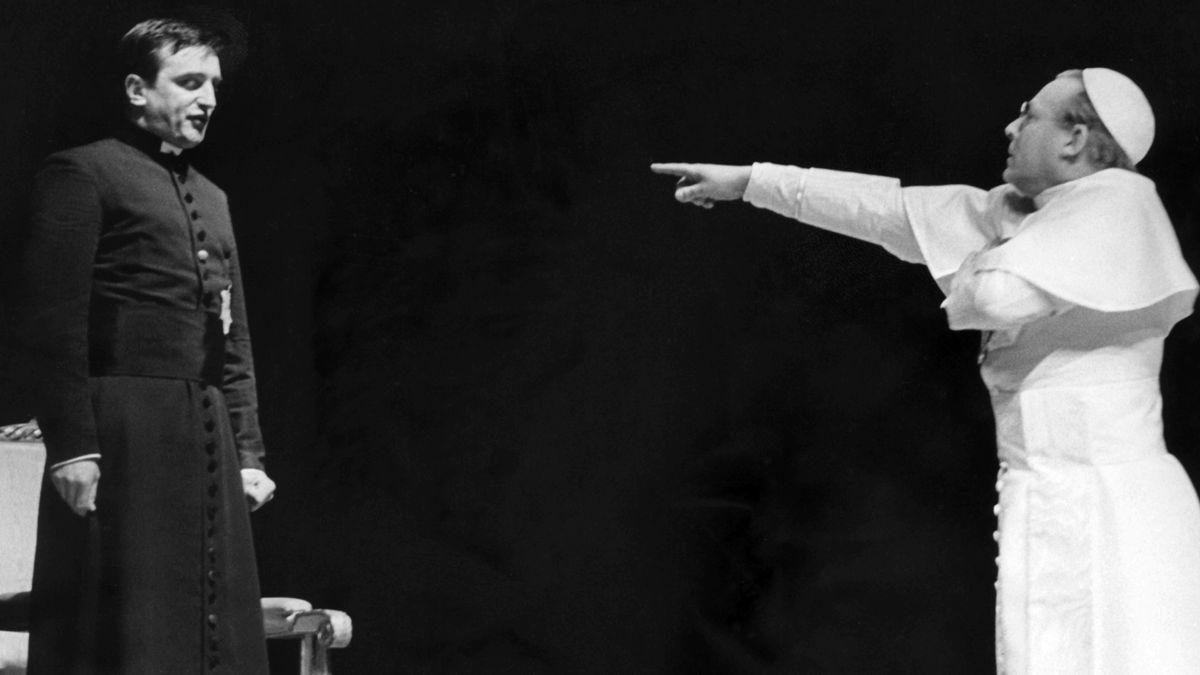 """Szene aus """"Der Stellvertreter"""",  Aufführung von 1964 an der Städtischen Bühne Frankfurt"""