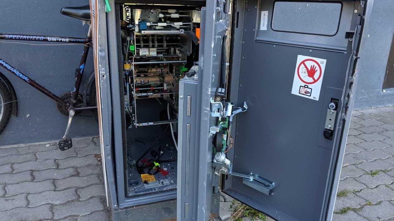 Demolierter Geldautomat in Kaufbeuren