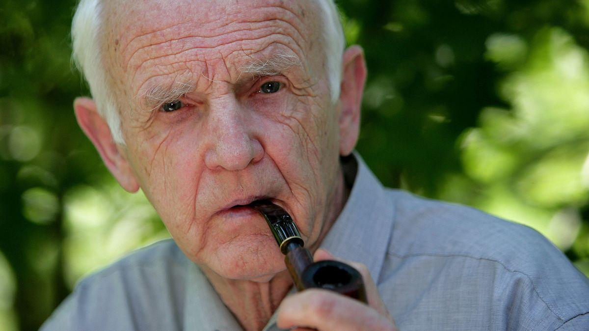 De Bruyn raucht Pfeife