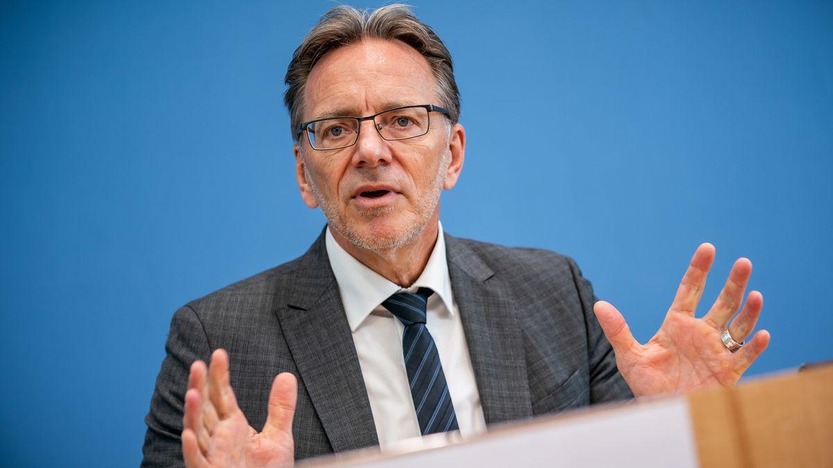BKA-Chef Münch fürchtet Vertrauensverlust nach rechtsextremen Chats bei der Polizei in NRW