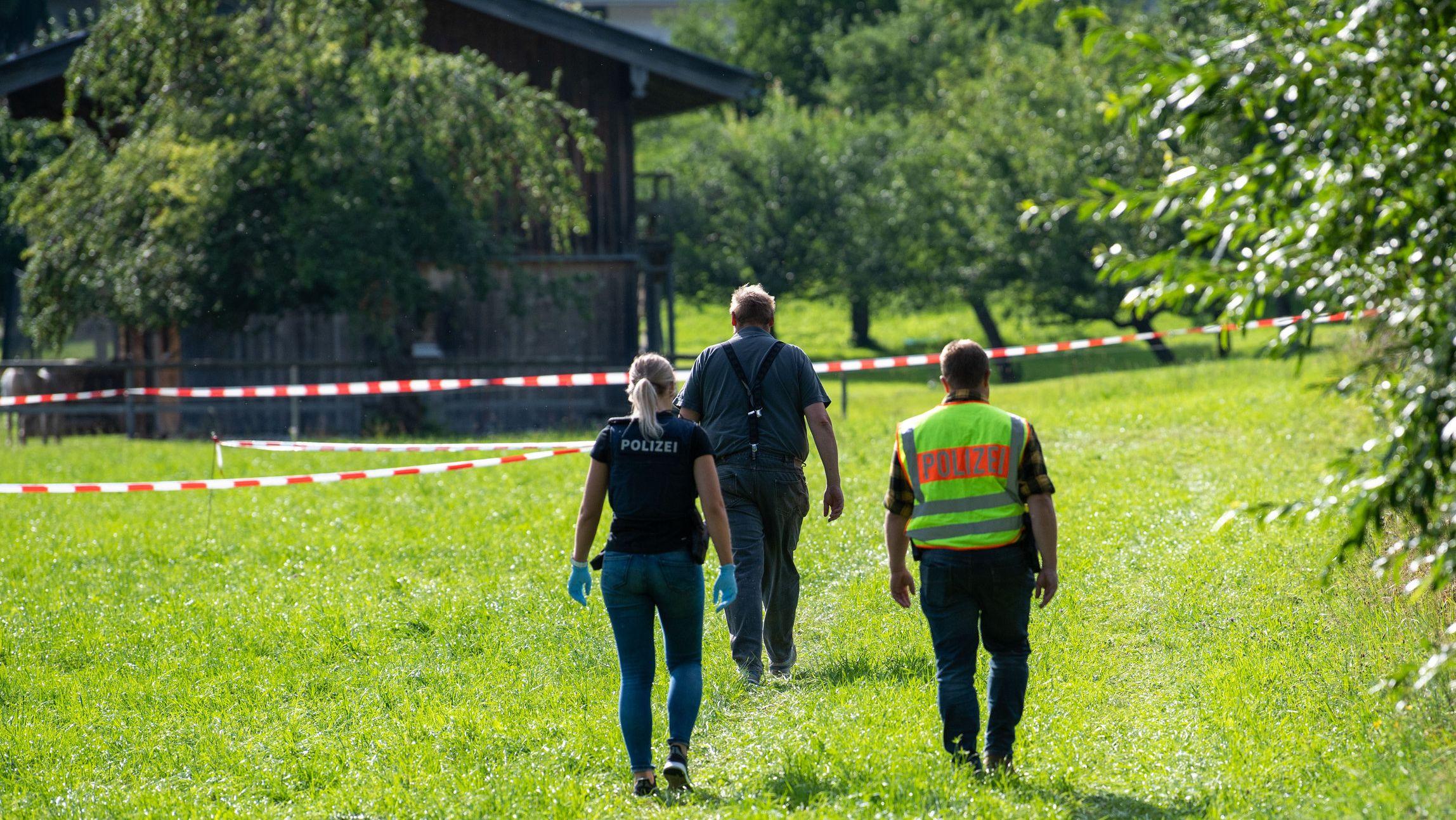 Ermittler am 4.8.2019 an der Fundstelle der toten Jugendlichen in Kreuth