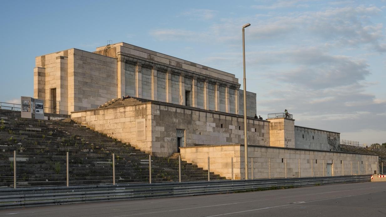 Steintribüne am ehemaligen Reichsparteitagsgelände in Nürnberg