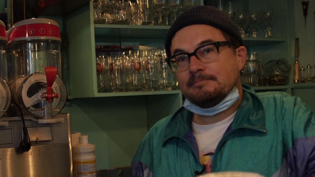 Barkeeper Daniel Richter blickt unsicher in die Zukunft