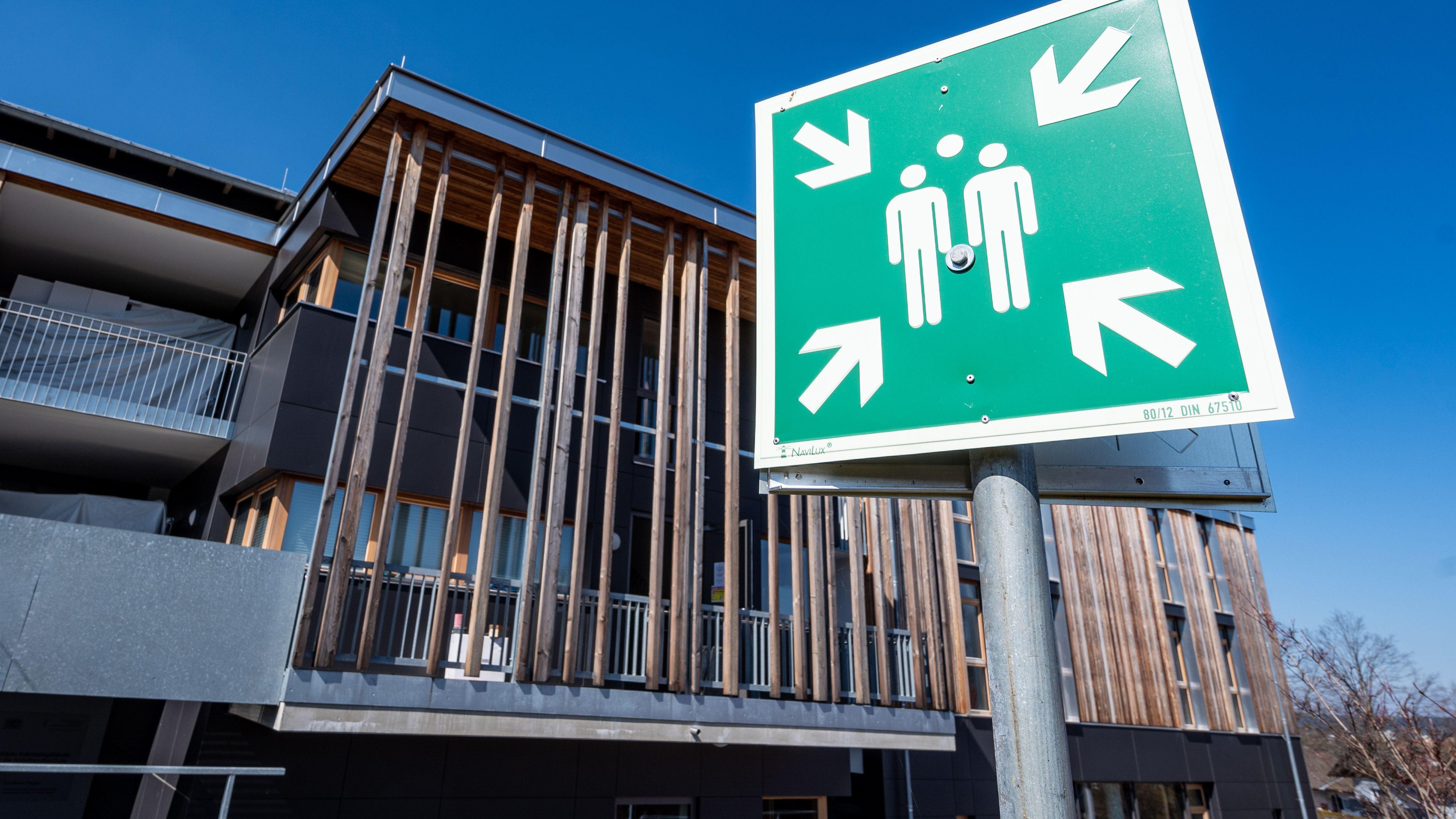 Das Internat der Staatlichen Hotelfachschule in Viechtach dient künftig als Hilfskrankenhaus.
