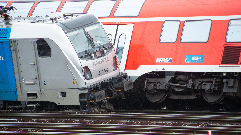 Güterzug kollidiert mit Regionalexpress