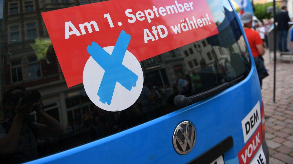 Archivbild: DDR-Oppositionelle wehren sich gegen AfD-Wahlwerbung