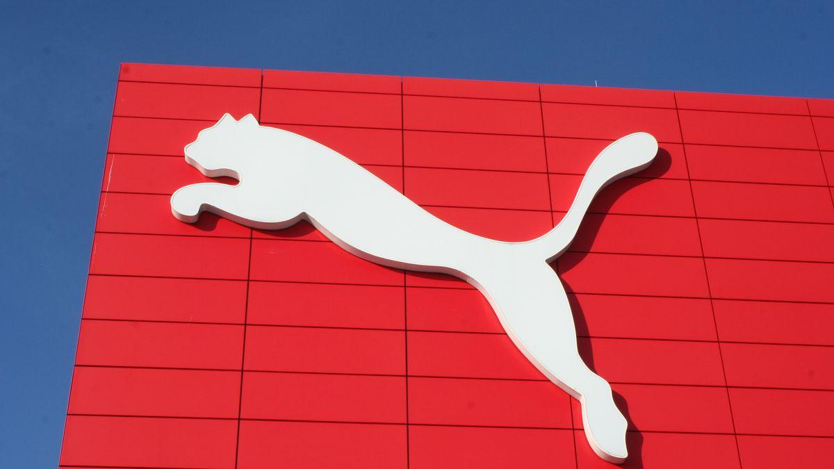 Firmenlogo von Puma an der Zentrale in Herzogenaurach