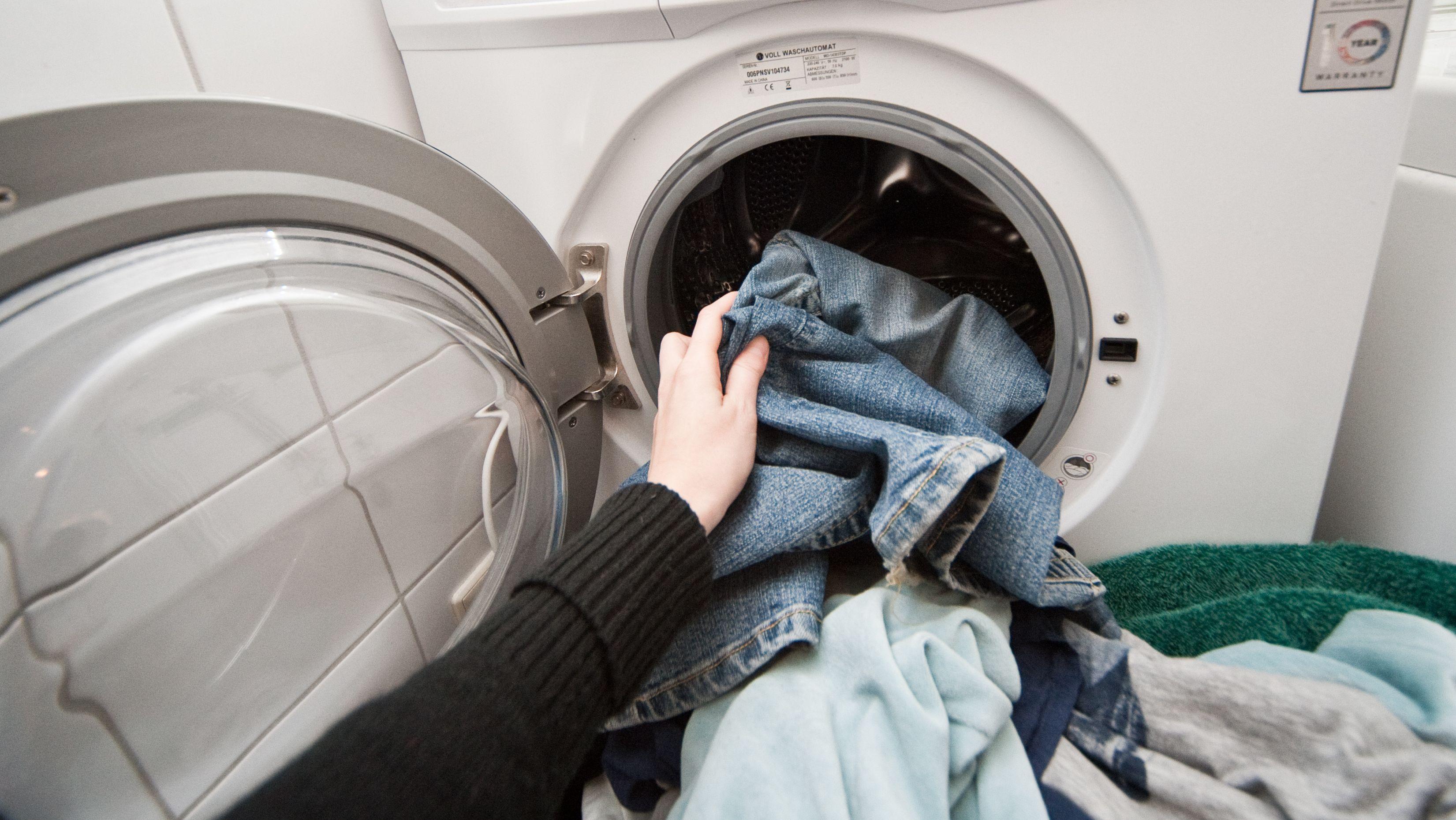 Wissenschaftler warnen: Lieber nicht zu kurz und zu kühl waschen!