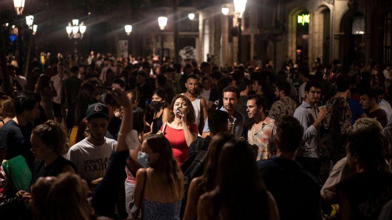 Straßenparty in Spanien (Archivbild)   Bild:dpa-Bildfunk/Joan Mateu
