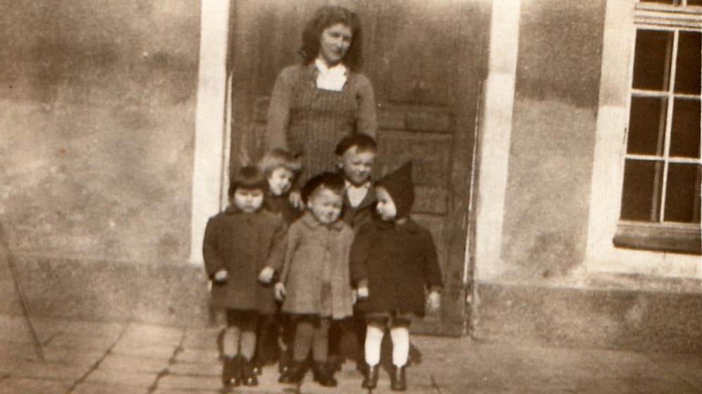 Die kleine Melina mit weiteren geraubten Kindern | Bild:privat