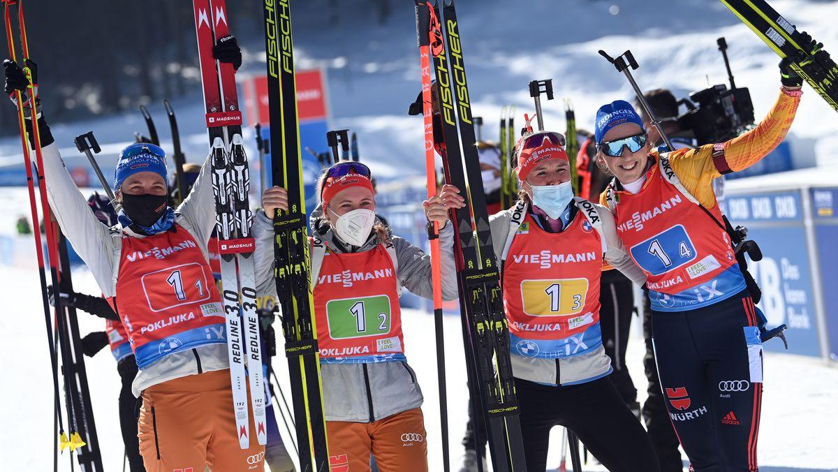 Das deutsche Team mit Vanessa Hinz (l-r), Janina Hettich, Denise Herrmann und Franziska Preuß jubelt im Ziel über den zweiten Platz.