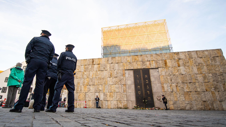 Polizei bewacht die Münchner Synagoge