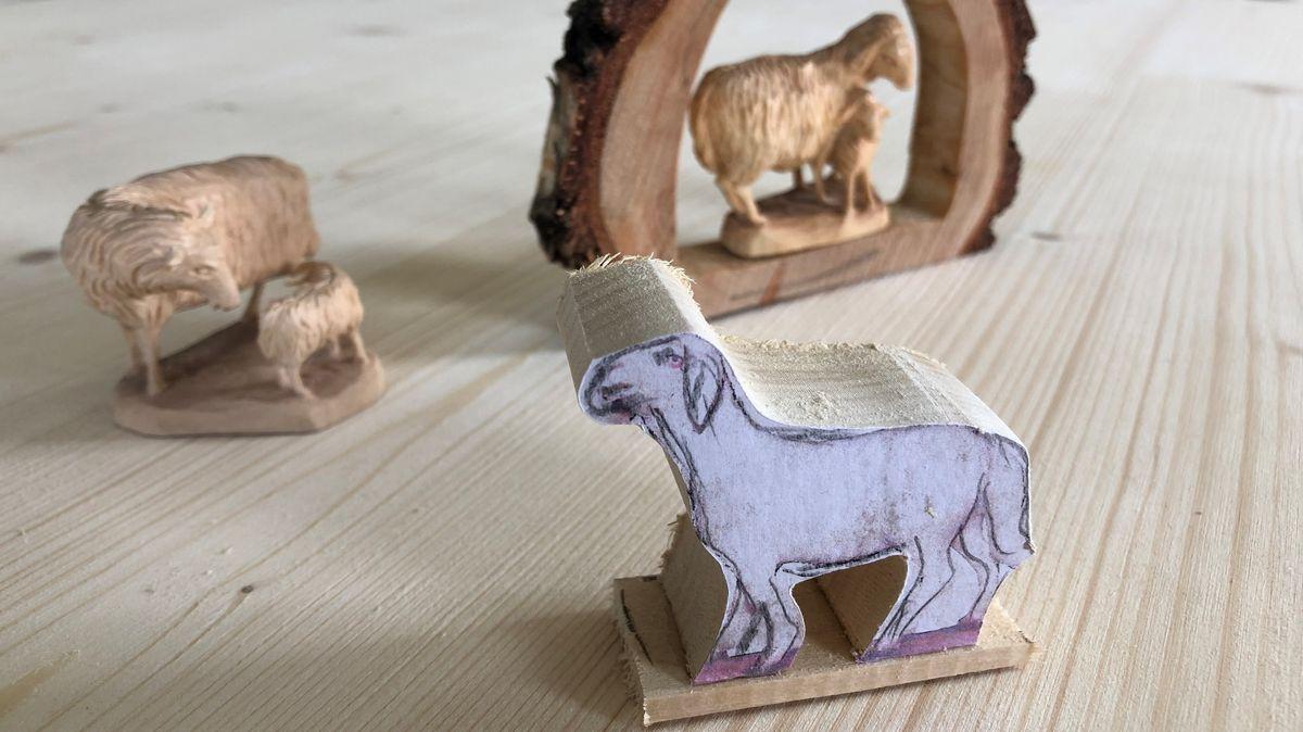 Holz-Rohling, aus dem ein Schaf geschnitzt werden soll