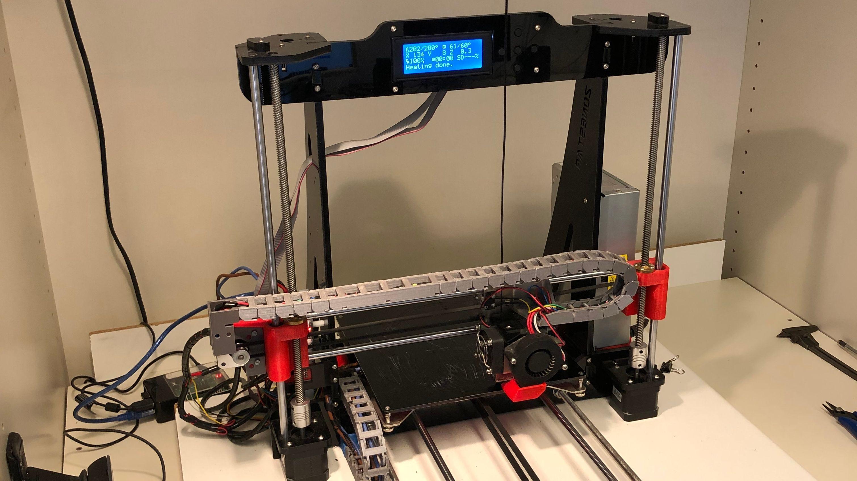 Deutschlandweit haben sich Besitzer privater 3D-Drucker vernetzt, um gemeinsam Masken zu produzieren