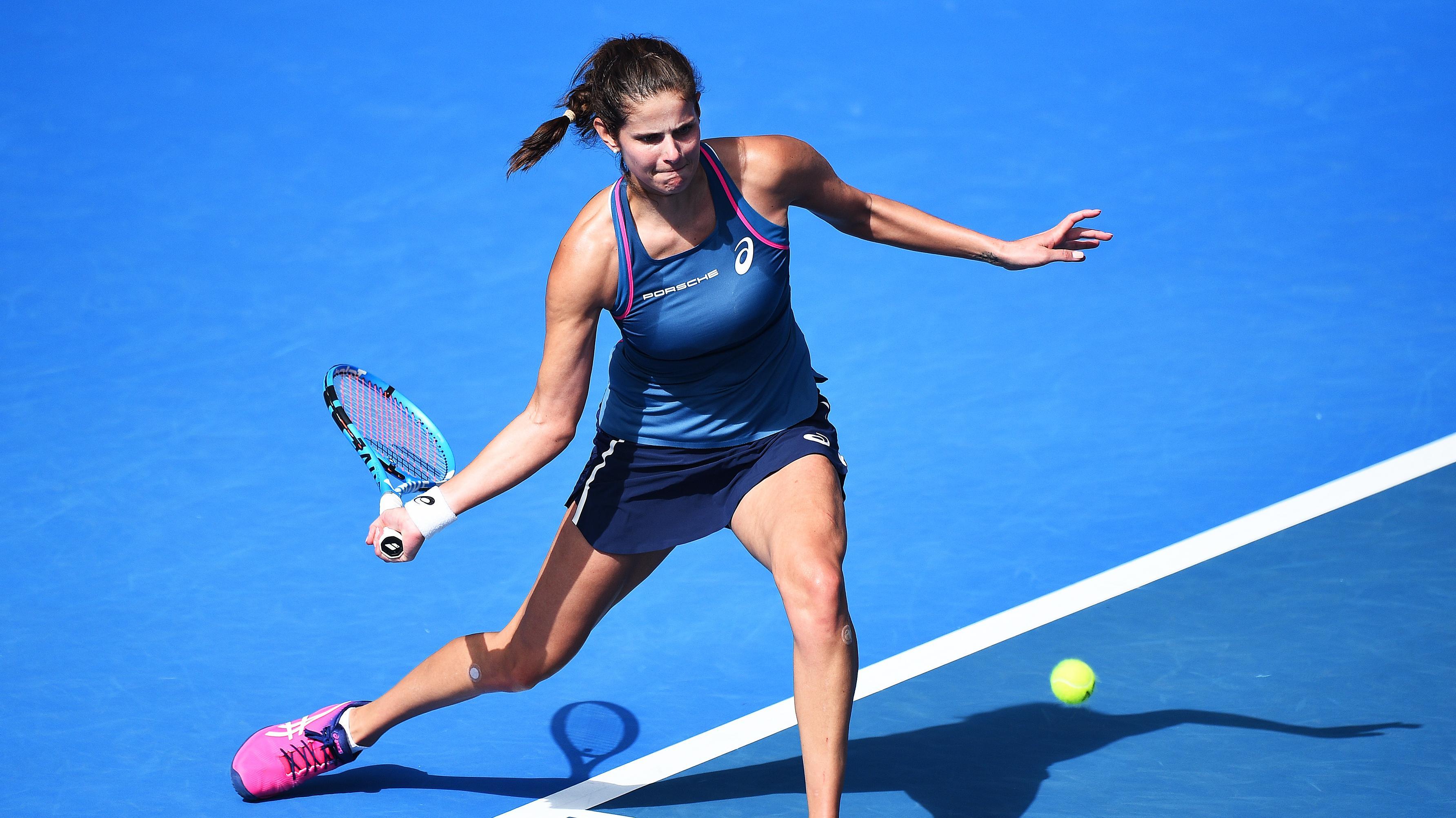 Julia Görges schlägt eine Vorhand beim Tennisturnier in Auckland