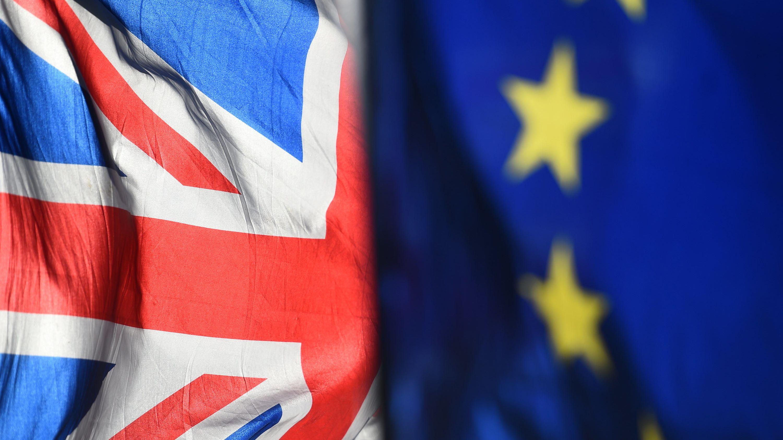 Flagge der Europäischen Union und Flagge von Großbritannien